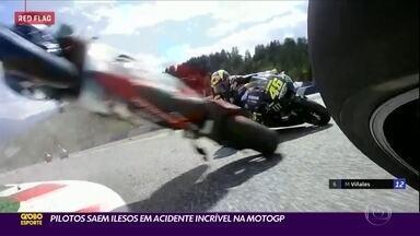 MotoGP: Rossi escapa de acidente incrível na Áustria - MotoGP: Rossi escapa de acidente incrível na Áustria