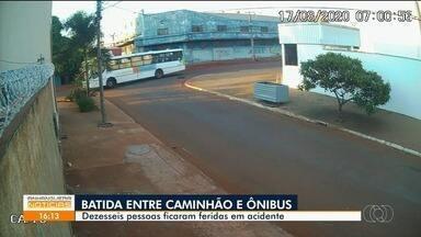 Acidente deixa mais de 15 pessoas feridas, em Goiânia - Batida foi entre caminhão e ônibus.