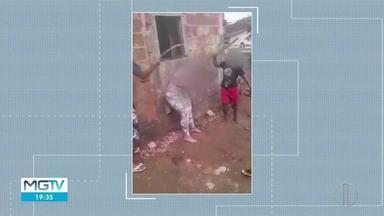 Mulher é agredida por grupo de jovens em Teófilo Otoni - A Polícia Civil instaurou um inquérito para investigar o caso.