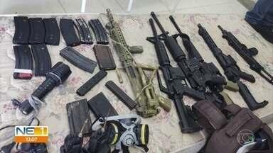 Polícia desarticula quadrilha suspeita de planejar ataque a presídio e apreende arsenal - Várias armas e explosivos foram apreendidos na Operação Consórcio do Crime.