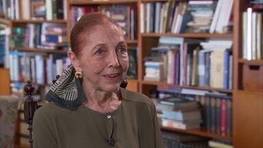 Vida e obras de Marina Colasanti - A premiada escritora Marina Colasanti fala sobre carreira, vida pessoal, amor na velhice e os desafios da escrita. Sobre seu método de trabalho, ela conta que escreve dois livros ao mesmo tempo.