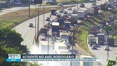Carreta desgovernada arrasta veículos no Anel Rodoviário de Belo Horizonte - Veja o momento do acidente na tarde desta quarta-feira (19), que envolveu pelo menos vinte veículos.