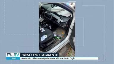 Motorista bêbado é preso em flagrante após atropelar motociclista e tentar fugir - Caso aconteceu em Petrópolis, na Região Serrana. Carro era alugado.