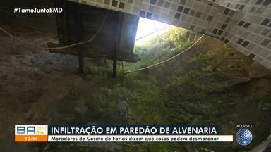 Moradores de Cosme de Farias reclamam de infiltração que ameaça casas do bairro - Um paredão de alvenaria está sendo atingido por água de esgoto.