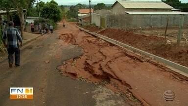 Chuva provoca estragos e moradores de Martinópolis sentem prejuízos - Má qualidade do asfalto e falta de pavimentação são os problemas.