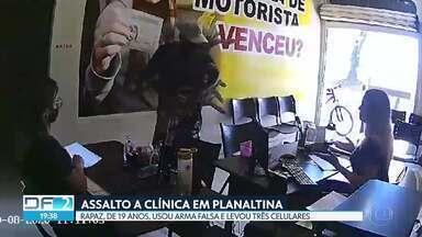 Rapaz de 19 anos usa arma falsa em assalto a clínica em Planaltina - Veja essa e outras notícias que encerraram o DF2 nesta sexta-feira (21/08).