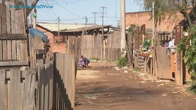 Frio gaúcho que encanta também faz sofrer quem tem pouco agasalho - Só em Porto Alegre são 150 mil famílias que precisam de ajuda para suportar as temperaturas baixas.