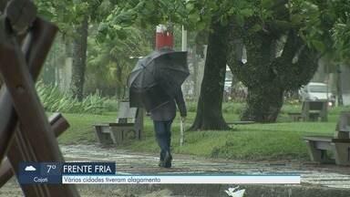 Cidades da Baixada Santista registram alagamentos - Imagens mostram consequências da chuva que atinge a região.