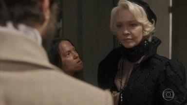 Greta pede para conversar com Ferdinando - Elvira acha que atrapalharam seu espetáculo