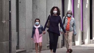 OMS flexibiliza orientação para o uso de máscaras por crianças pequenas - Recomendações da Organização Mundial de Saúde variam muito de acordo com a faixa etária e a situação da pandemia do coronavírus onde a criança e o adolescente vivem.
