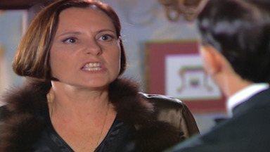 Capítulo de 21/10/2003 - Danilo decide ajudar Guilherme. Jezebel se recusa a ajudar Reginaldo. Celina expulsa Klaus. Guilherme briga com Klaus e é levado para a cadeia. Os sócios de Ana marcam um jantar.