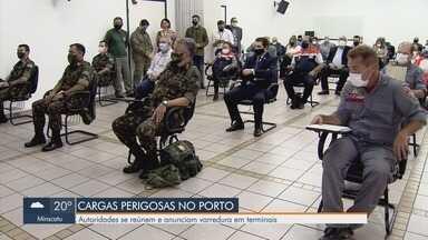 Autoridades se reúnem e anunciam varredura em terminais no Porto de Santos - Eles discutem o risco do transporte e armazenamento de cargas perigosas.