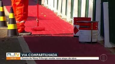 Prefeitura reinicia trabalho de pintura na via compartilhada, no Centro de Nova Friburgo - A previsão é de que as obras sejam concluídas neste mês.