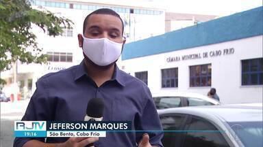 Ambulantes fazem protesto pedindo flexibilização das atividades em Cabo Frio, no RJ - Setores do turismo pressionam a Prefeitura mesmo com casos crescentes de Covid-19 na cidade.