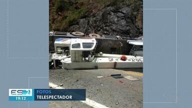 Caminhão guindaste de mais de 30 toneladas tomba na BR-262 no ES - Confira na reportagem.