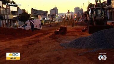 Obras do BRT podem deixar 12 bairros de Goiânia sem água nesta quinta-feira; veja lista - Segundo a Saneago, previsão é que abastecimento seja afetado até as 17h30. Equipes vão interligar uma rede de grande porte na Avenida 4º Radial, no Setor Pedro Ludovico.
