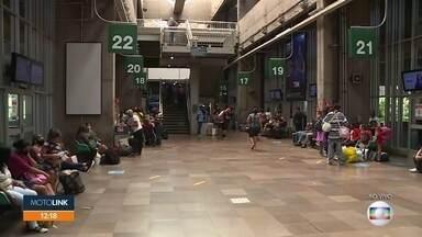 Movimento no Terminal do Tietê - Concessionária orienta passageiros antes do embarque para o feriado