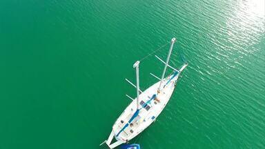 'Revista + Plugue' mostrou como é morar em um barco - Programas reviveram matérias com personagens que têm o mar como quintal de casa