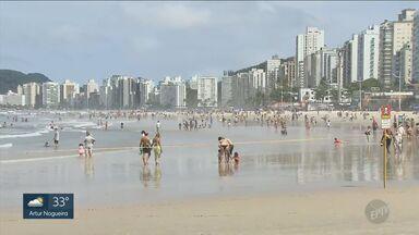 Apesar da recomendação de evitar aglomeração, litoral tem movimento intenso no feriado - Desde sexta-feira (4), mais de 110 mil veículos seguiram viagem em direção a Baixada Santista.