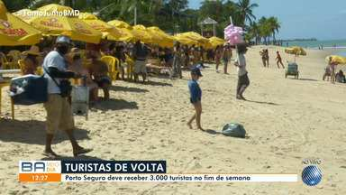 Porto Seguro e Morro de São Paulo têm movimento intenso de turistas no feriado prolongado - Visitantes de várias partes do Brasil aproveitam o sol nas praias do litoral baiano.