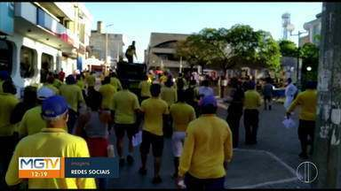 Em greve desde agosto, funcionários dos Correios em Montes Claros fazem manifestação - Em uma passeata pelas ruas centrais da cidade, eles protestaram a suspensão pelo governo federal do cumprimento de vários itens de uma sentença normativa, do Tribunal Superior do Trabalho.