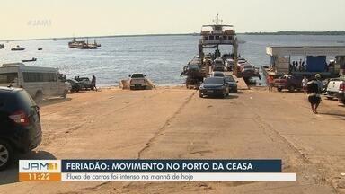 Porto da Ceasa tem movimento intenso durante o feriado - Fluxo de veículos na manhã deste sábado é intenso.