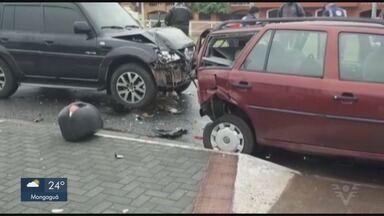 Acidente entre dois carros e duas motos deixa três feridos em São Vicente - Vítimas tiveram ferimentos leves, foram medicadas e liberadas.