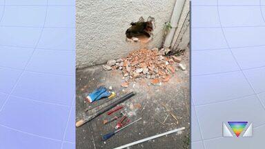Dupla é presa por tentativa de furto a banco na zona sul de São José dos Campos - Eles fizeram um buraco na parede da agência para tentar chegar ao cofre