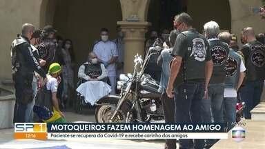 Motoqueiros fazem homenagem para amigo que se recuperou do novo coronavírus - Cerca de 70 motoqueiros estão em frente a um hospital na Avenida Paulista para homenagear um dos integrante do grupo.