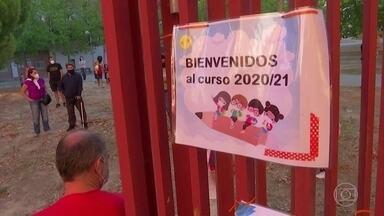 Oito milhões de alunos voltar a ter aulas presenciais, na Espanha - Alunos voltam às aulas presenciais depois de seis meses. Escolas criaram grupos de alunos que devem manter distância de 1,5 m.