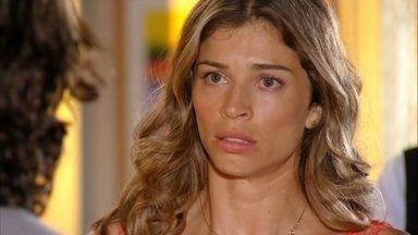 Ester decide ir com Alberto para o Caribe procurar Cassiano - Samuel acredita reconhecer o anel que pertencia à esposa de Dionísio
