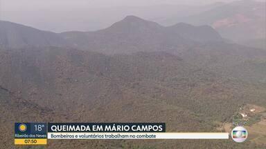 Incêndio destrói área de mata em Mário Campos, na Grande BH - Fogo começou na terça-feira. A área é próxima ao Parque Estadual da Serra do Rola Moça.
