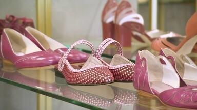 Marketing digital impulsiona marca de sapatos artesanais durante a crise - Empresária investiu nas redes sociais e virou garota propaganda da marca. Com isso, passou de 700 pares vendidos por mês para 1500.