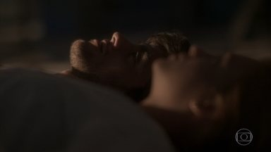 Jonatas e Eliza lembram do cinema abandonado - A modelo confessa que foi muito feliz com Jonatas