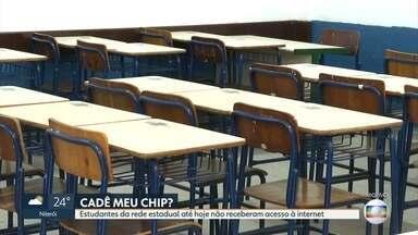 Alunos da rede estadual do RJ não receberam chips para acesso à internet - A promessa do governo foi comprar 750 mil chips para transmitir as aulas pela internet, mas nenhum estudante recebeu o equipamento. Os alunos que têm dificuldade para acessar a internet vão poder ir às escolas a partir de outubro.