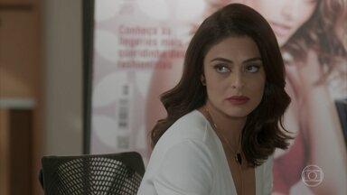 Carolina não demite Lu e decide marcar reunião com Leila - Pietro questiona a atitude da amiga e os dois pensam em construir uma família