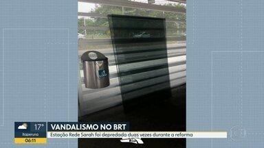 Estação do BRT é vandalizada pela segunda vez durante reforma - Vidros da estação Rede Sarah foram quebrados. Alumínio e até tampas do piso foram roubados.
