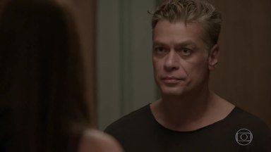 Eliza dá um fora em Arthur - O empresário pede perdão e diz que é capaz de rastejar. Eliza o perdoa, mas avisa que não vai reatar com ele