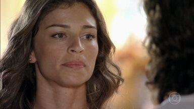 Ester avisa que precisa refazer sua vida antes de pensar em se casar - Samuel aparece em casa com várias crianças para alimentar