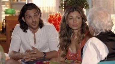 Alberto sugere que Ester crie uma ONG para ajudar crianças - Ele promete financiar a iniciativa. Ester e Samuel se animam com a ideia