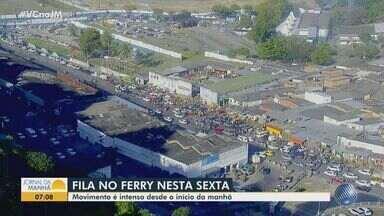 Motoristas enfrentam engarrafamento na região de São Joaquim, em Salvador - O tempo de embarque no ferry boat pode chegar a três horas.