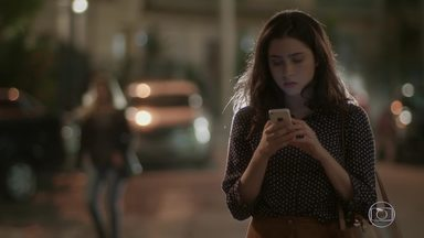 Suely pede para encontrar Débora - Charles incentiva a namorada a conversar com a mãe