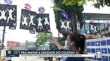 Escolas promovem ações para matar a saudade dos alunos - Exposição com trabalhos de alunos em escola na zona sul da capital e drive thru para entrega do material didático em São Caetano do Sul.