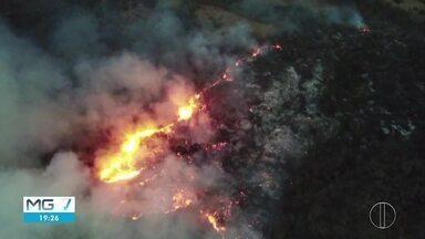 Corpo de Bombeiros mantém trabalho de combate ao incêndio na Serra do Mel - Trabalhos contam com militares do Exército, voluntários e brigadistas.
