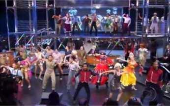Elenco de 'Noé! Noé! Deu a louca no convés' faz número do espetáculo - Todos cantam e dançam, 'invadindo' o Programa do Jô.