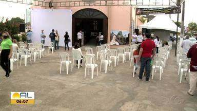 Festejos em homenagem à Santa Teresinha começaram neste domingo em Maceió - Festa segue até o dia 1º de outubro.