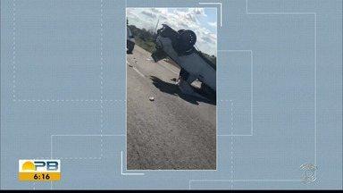 Carro capota e deixa três pessoas feridas, na BR-230, na Paraíba - Não há informações do que teria causado o acidente