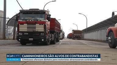 Caminhoneiros brasileiros que estão na fronteira do Paraguai são alvos de contrabandistas - Criminosos oferecem dinheiro para motoristas atravessarem contrabando do Paraguai para o Brasil.