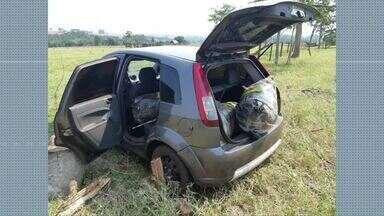 Motorista foge depois de ser abordado - Ele abandonou o carro que estava carregado de drogas.