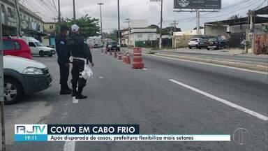Prefeitura flexibiliza mais setores em Cabo Frio, no RJ - Mesmo com aumento de registro nos número de casos e mortes por Covid-19 após o feriado, novas atividades foram liberadas no município.